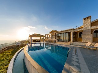 Villa Kyparissos, Kathikas. 6 Bed, 5 Bath Mansion