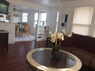 2 BD Lake Worth Spacious Penthouse - Mins to Beach