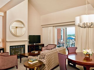 Harborside Suite Living and Dining Area