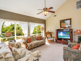 Regency 620 - spacious 3 bedroom/3 bath, central AC, short stunning walk to the beach! Pool view.