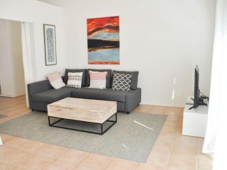 ★ Modern Charm ★ Private Guesthouse w Pool Central & Walkable Location