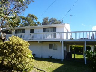 Narrawallee Family Holiday Home