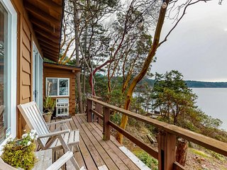 Oceanfront home moments from private beach & only a quick drive to Anacortes!