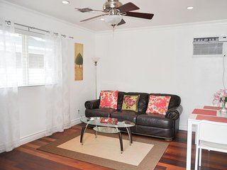 ★ Stylish Efficiency ★ Quiet Guesthouse w Pool Best Location Walkable