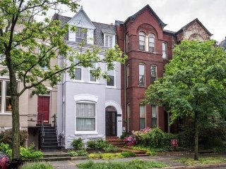 Charming Historic Capitol Hill Row Home with Parking
