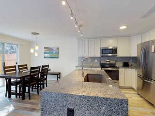 Newly renovated upscale townhouse w/ home comforts & enclosed backyard