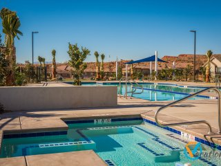Red Cliffs Retreat! Pet Friendly!  3 Master Suite Villa Near Zion!