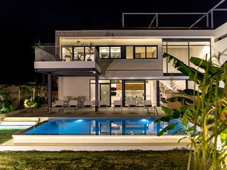 Prestige Luxury Villa, 250m Away From Agioi Apostoloi Beach Chania