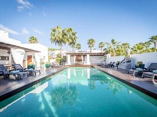 VILLA SERENITY: free wifi, private pool with sea views.