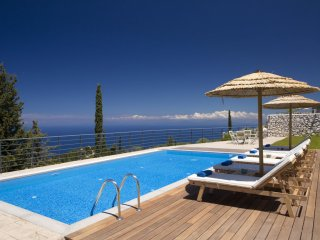 Villa Afroditi-Charming & peaceful view of the Sea
