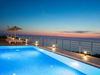 Luxury Villa,combined with the endless blue view,close to Kathisma