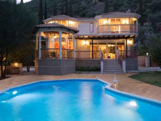 OFFER:Secluded Villa Rina:Family  Luxury private Hideaway with large pool!