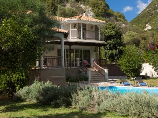 Secluded Villa Rina:Family Luxury private Hideaway with large pool