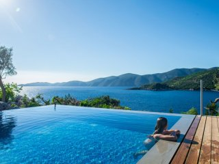 600 EURO OFFER Exclusive Waterfront Villa,2 private pools & stunning view!