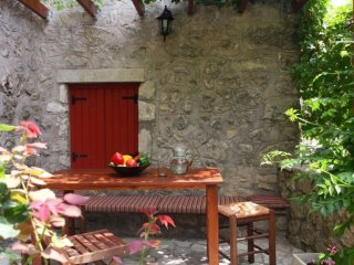Villa Menelia -Traditional stone house renovated in the heart of the island