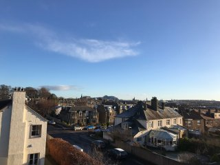 Bright flat with fantastic views in Murrayfield