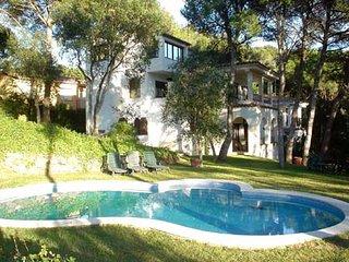 Bonita casa con piscina cerca de la playa de Tamariu