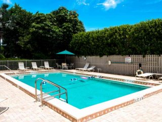 Complex on Sanibel River, but a 4 Min Stroll to Beach - Best of Both Worlds! Mid