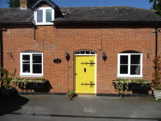 Beautiful Rural Home with Enclosed Garden- 4 STAR GOLD Rating. Pets are welcome