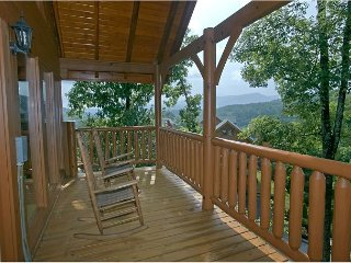 Romantic 1 Bedroom Special Getaway Cabin With Media Room, Screen Porch