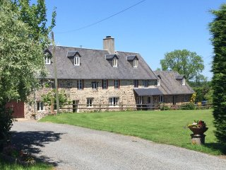4 bed cottage with Heated Pool nr Villledieu les Poeles.  Free Wifi