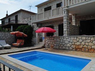 Supetar Apartment Sleeps 7 with Pool Air Con and WiFi - 5470458
