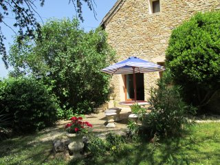 Montignac lascaux, converted barn with private pool, end of lane location.