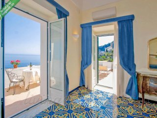 Amalfi: huge Villa up to 18 people. Internet WiFi, Air-conditioning, Sea view.