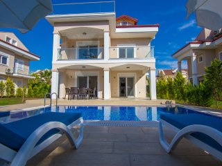 New Age Villa Galip with Jakuzi and Private pool Near To Calis Beach