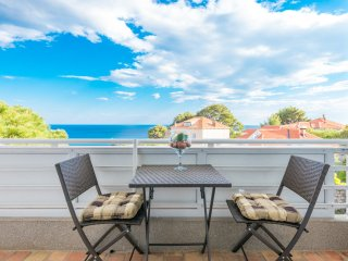 Apartment Luce Royal - One Bedroom Apartment with Balcony and Sea View