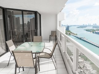 3541 Spacious 2br +den with beautiful views
