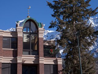 Ouray Penthouse Vacation Rental in the heart of town