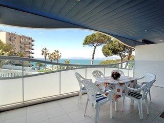 Fantastico Salou enfrente playa ,wifi gratis,aire acondicionado,parking ,piscina