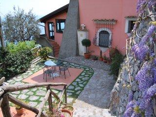 Villa appartamenti e camere vista mare , giardini, relax  e natura