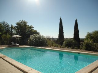 Village house, panoramic views, large pool,  private gardens, 5km from Uzès