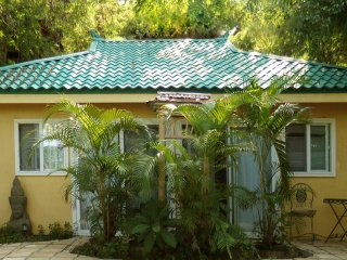DRAGONFLY - NEW! - A CHARMING COTTAGE: A serene, tranquil and private.