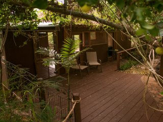 PALI TEMPLE - NEW! - A CHARMING COTTAGE: A serene, tranquil and private.