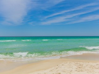 Amazing 3 BR Resort Condo in Destin with Great Views, 2 mins Boardwalk to Beach
