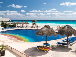 CANCUN Beach front Penthouse!! AMAZING OCEAN VIEW!! Villas Marlin