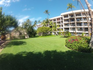 Updated Contemporary Ground Floor Condo Across From Kamaole II Beach