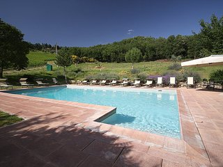 Serravalle Villa Sleeps 6 with Pool Air Con and WiFi - 5228914