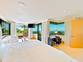 ★ Ocean & City Views ★ Heart of Hollywood Hills ★
