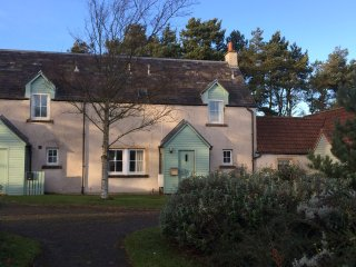Blackfriar Cottage at Balmashie 3 Bed terrace cottage,Hot Tub and private garden