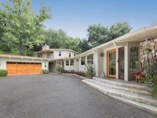 ✫Oak Pass Retreat✫ Private Hidden Luxury Mid-Century Modern Estate