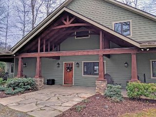 Carolina Serenity Lodge - Deep Gap,6 Acres,Sleeps 8,HOT TUB,HIKE, Fish, RELAX