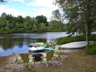 Lake Front, FirePlace, Hot Tub, Pool Table, WiFi, Private, 10 min to Ski Resort