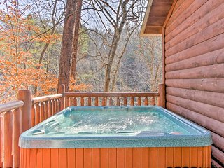 Rustic Cabin w/Hot Tub-Mins to Pigeon Forge Pkwy!
