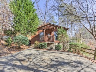 NEW! Rustic Studio Cabin-Mins to Pigeon Forge Pkwy