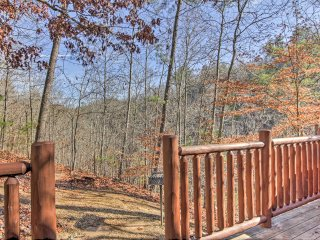 'Bearies & Cherries' Cabin Mins to Pigeon Forge!