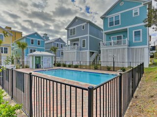 Myrtle Beach Home w/ Pool Access - Walk to Beach!